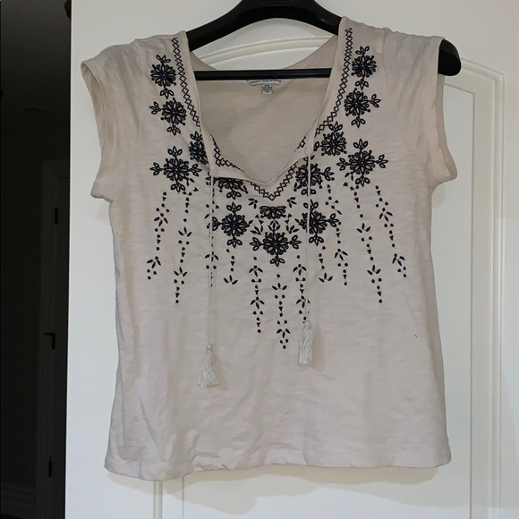 American Eagle Outfitters Tops - American Eagle Short Sleeve with Navy Blue Cut Out